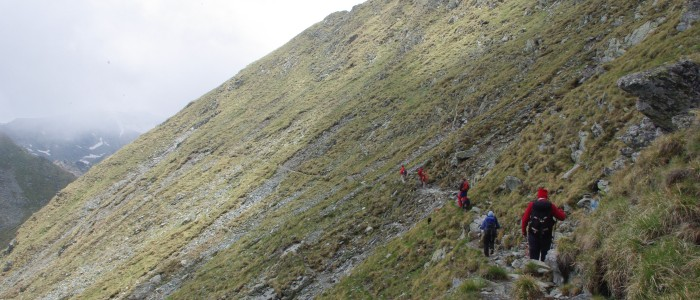 hiking-fagaras-mountains-ridge-balea-lake-transfagarasan