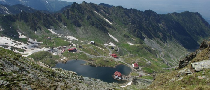 hiking-fagaras-mountains-ridge-balea